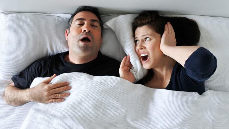Apnee notturne e russamento, il rimedio odontoiatrico.