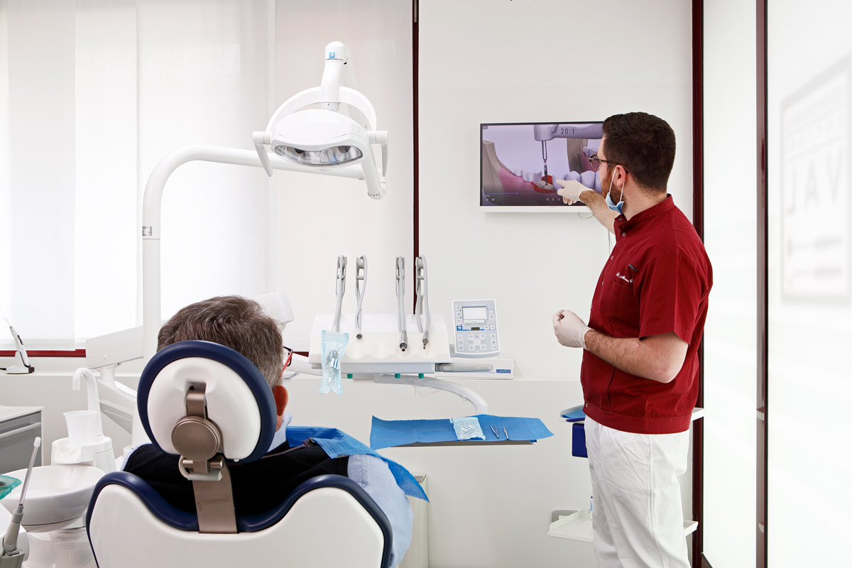 studio-dentistico-ambulatorio-diagnosi-Odontoiatrica-Dottori-Val