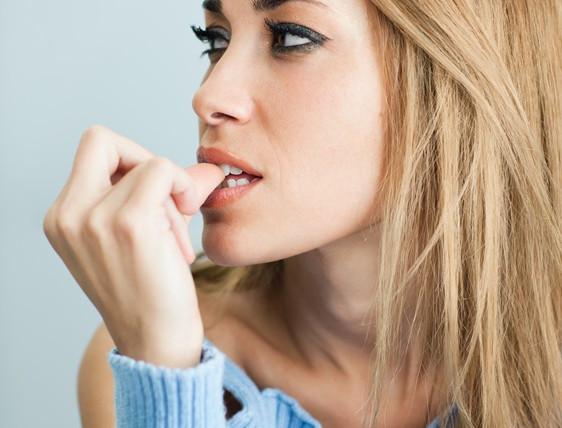 Onicofagia: nemica dei denti e non solo