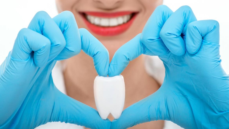 Il rialzo del seno mascellare per l'impianto dentale